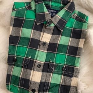 American Eagle Plaid Flannel Top in Green/Black
